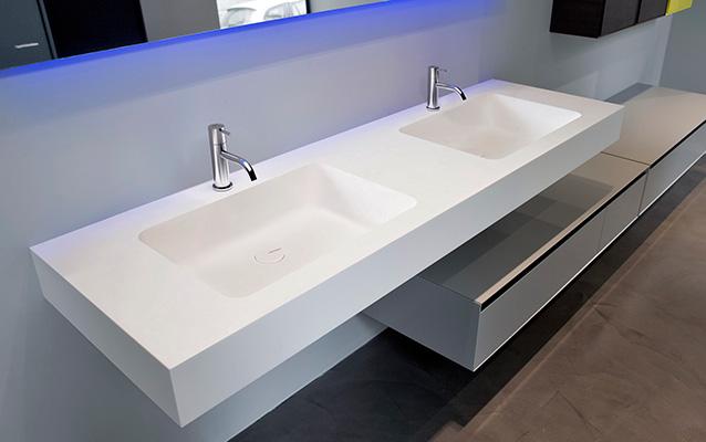 Vasca Da Bagno Con Lavabo : Fasciatoio in materia plastica per vasca da bagno con lavabo